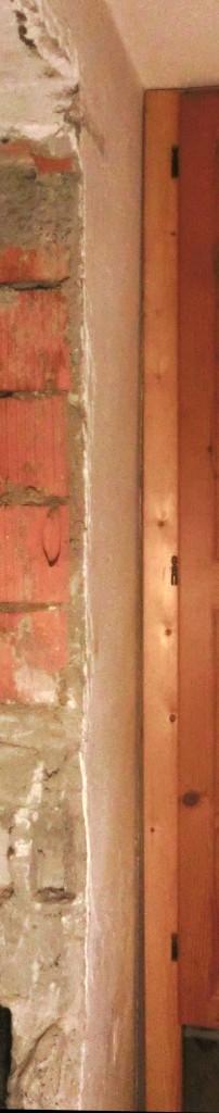 Deutlich zu sehen: Die Wand ist schräg