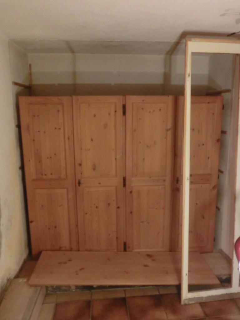 CIMG5967 so soll die neue Schrankwand weiter oben - unten Sitzbank - einmal aussehen