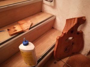 Stuhllehne reparieren mit Holzleim