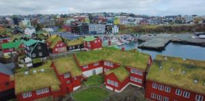 Natürliche Dachdämmung: Skandinavische Länder und Island / Faröer als Vorbild